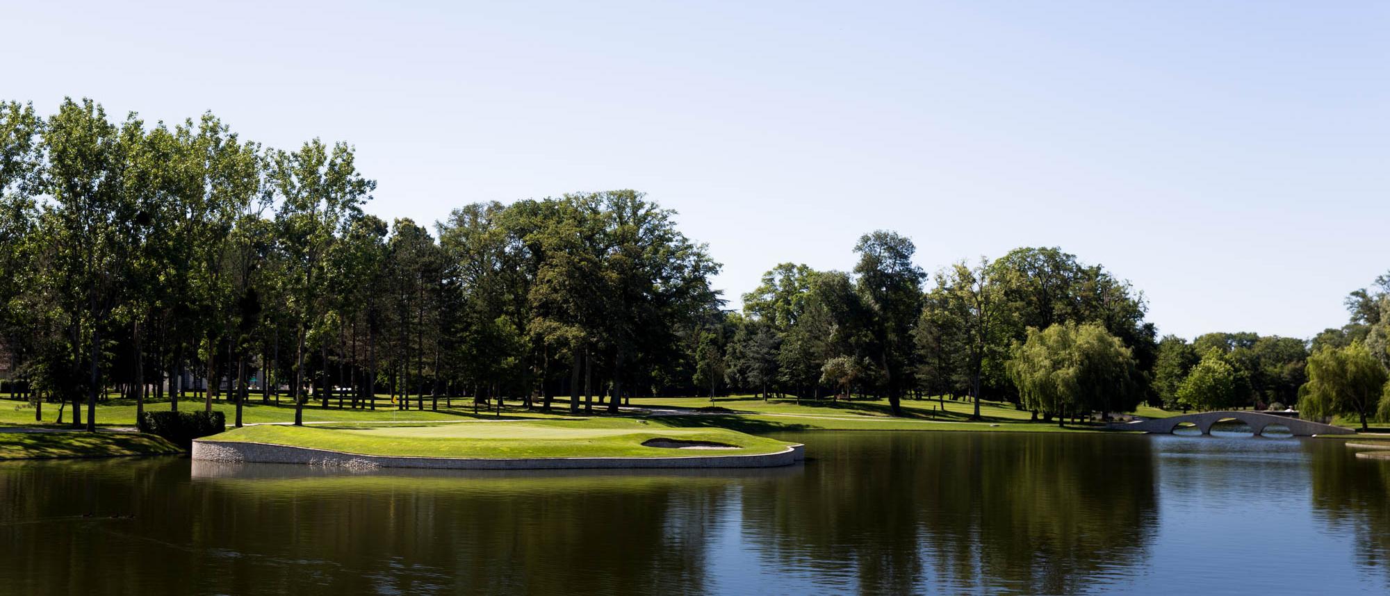 Island golf green